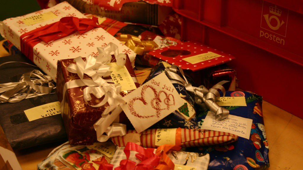 PAPP, PAPIR OG PLAST: Julens biprodukt er enorme mengder med emballasje.