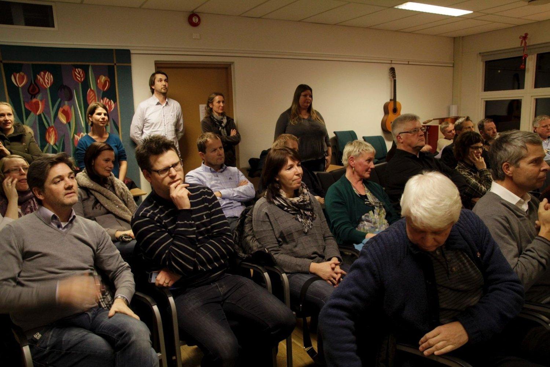 MANGE TILSKUERE: Budsjettkutt og behandling av KFUM Arena trakk et stort publikum til bydelsutvalgets møte 18. desember.