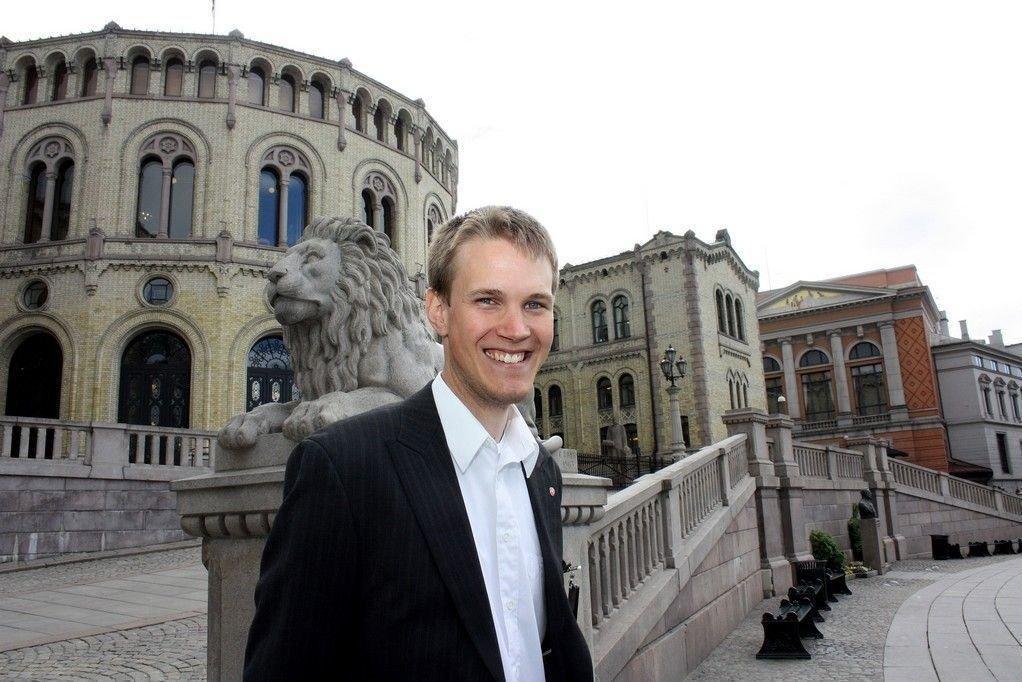 Stortingsrepresentant for Arbeiderpartiet, Thorstein Tvedt Solberg, vil skape en myk start på livet med NRK-lisens.