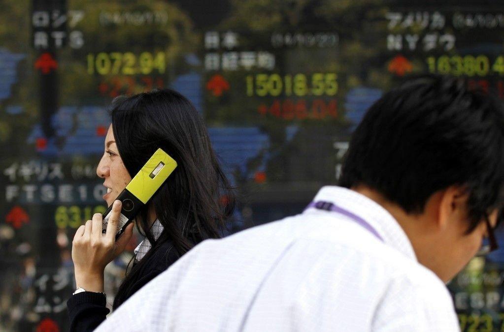 Nikkei-indeksen klatret 1,92 prosent, mens Topix-indeksen hadde steget 1,85 prosent innen investorene tok lunsjpause i Japan.