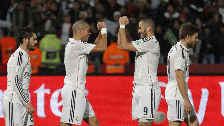 LIVERPOOL-MÅL? Karim Benzema (nummer to fra høyre) feirer scoring for Real Madrid sammen med Pepe under semifinalen mot Cruz Azul i VM for klubblag.