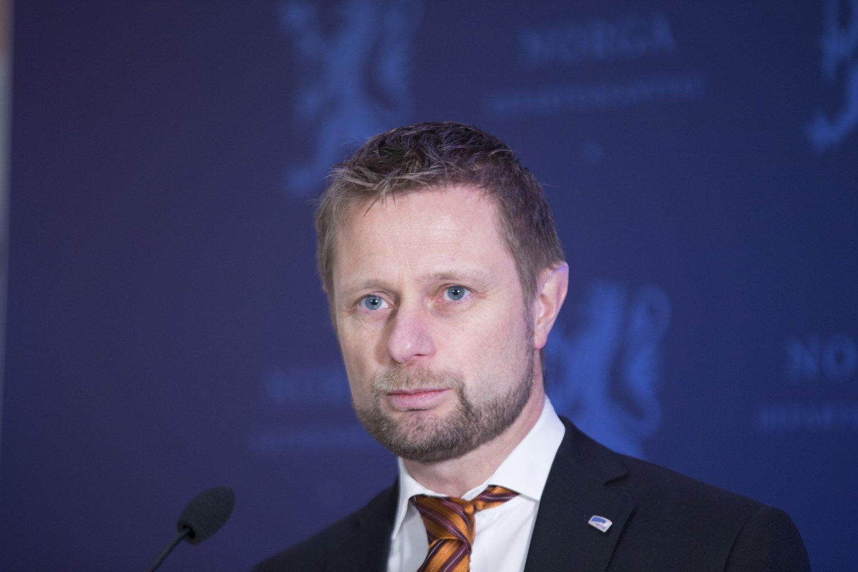 BESTEMT SEG: Bent Høie på pressekonferansen der han uttalte at det nye sykehuset skal ligge i Molde.