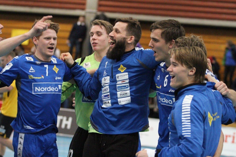 JUBEL: Anders Tverdal (venstre), Kristian Sæverås, Emil Jungman, Kristian Rammel og Fredrik Løvberg jubler etter seieren mot Lillestrøm.