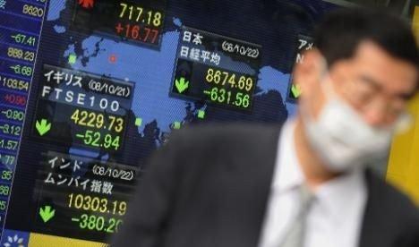 Asiatiske børser faller ettersom oljeprisen virker å være i fritt fall.