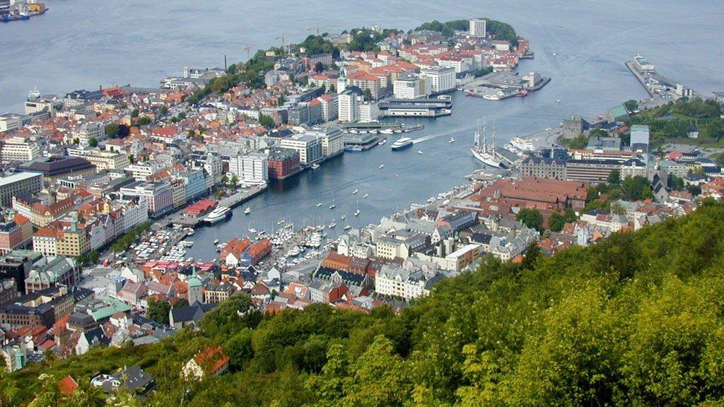 Byrådet i Bergen vedtok mandag kveld å sette tak for innvandrerandel i barnehager. Bildet: Bergen sentrum sett fra Fløyen.