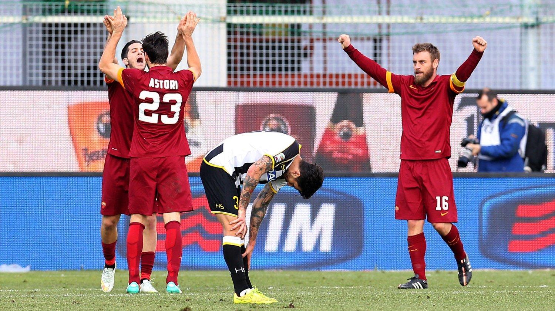 En kontroversiell scoring signert Davide Astori holdt for titteljagende Roma i bortekampen mot Udinese i serie A tirsdag.