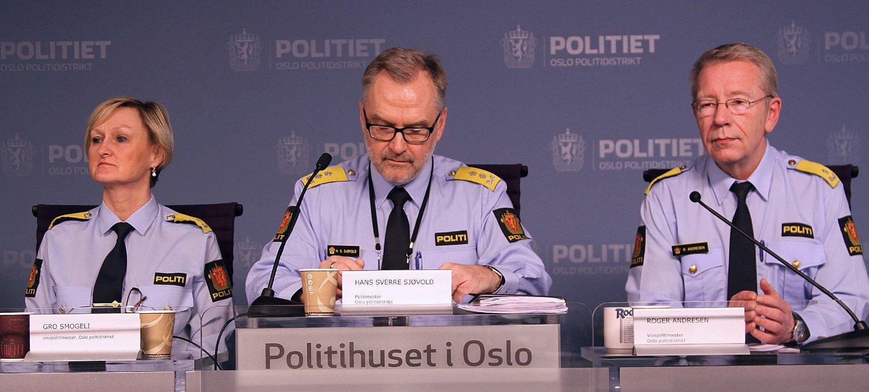 Visepolitimester Gro Smogelig (f.v.), politimester Hans Sverre Sjøvold og visepolitimester Roger Andresen kommer med gledelige tall på pressekonferansen fredag.