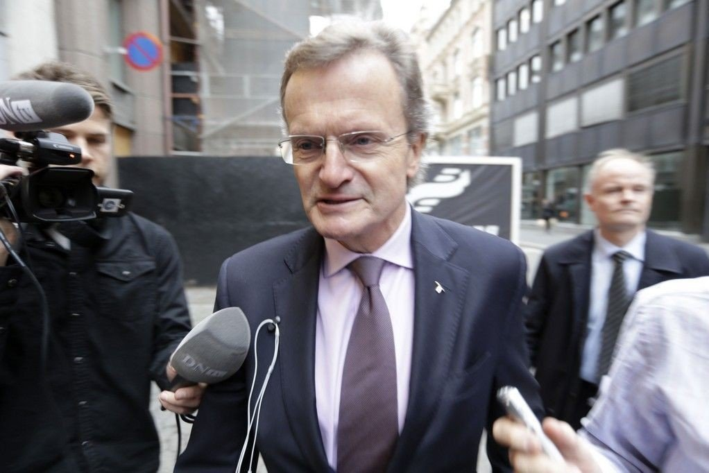 Jussprofessor Beate Sjåfjell mener at konsernsjef Jon Fredrik Baksaas i Telenor må trekke seg eller få beskjed om å gå av på grunn av Vimpelcom-saken. Her er Baksaas på vei til møte med næringsminister Monica Mæland onsdag 19.11.14.