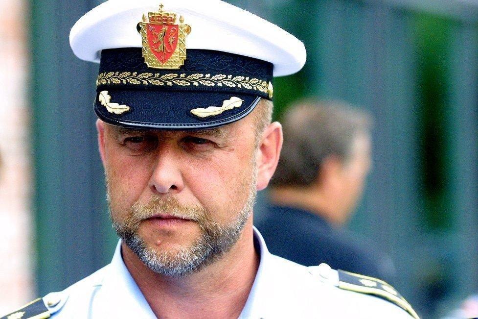 LENSMANN: Morten Huse i Ullensaker sperret blant annert av en gård på Kløfta i forbindelse med letingen etter en mann som natt til onsdag ringte inn på nødnummeret og sa han var i trøbbel. Nødtelefonsamtalen viste seg å være falsk.