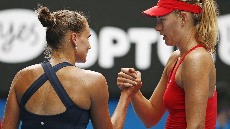 Verdenstoer Maria Sjarapova avverget to matchballer imot da hun knepent tok seg videre til tredje runde i Australian Open.