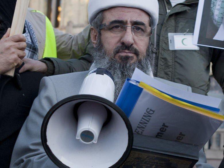 Mulla Krekar avbildet under en demonstrasjon i Oslo i protest mot Koran-brenning i 2012.