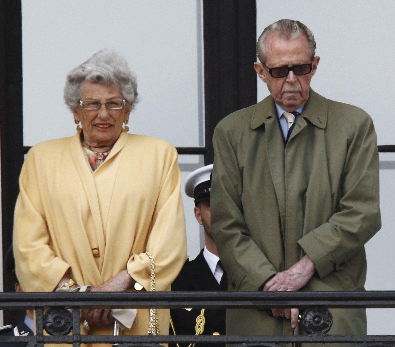 DØD: Prinsesse Astrid, fru Ferner og hennes mann Johan Martin Ferner på slottsbalkongen for snart tre år siden. Nå er han gått bort.