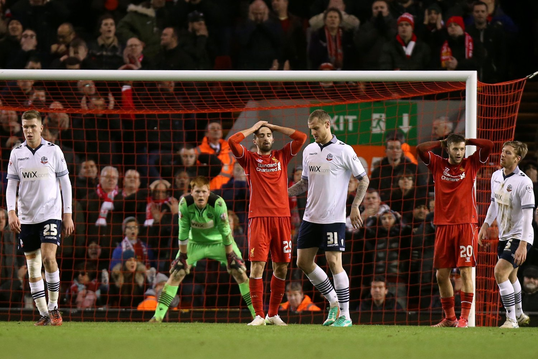 LEVENDE VEGG: Adam Bogdan var i det umulige hjørnet lørdag kveld, og reddet alle Liverpools forsøk.