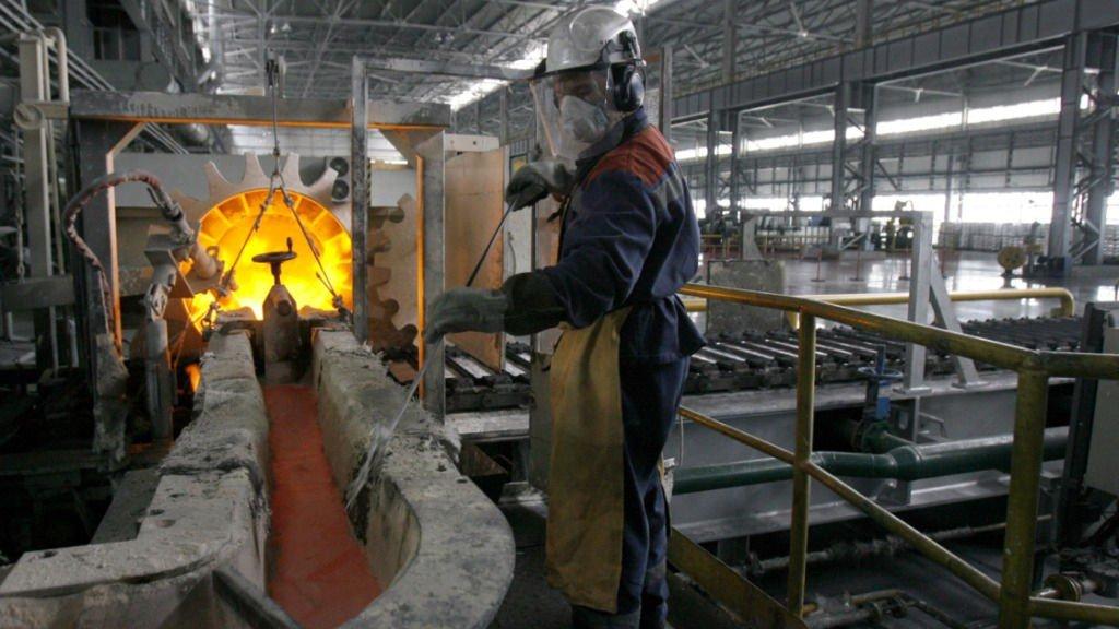 Illustrasjonsfoto: Aluminiumsproduksjon ved ett av anleggene til Norsk Hydro.