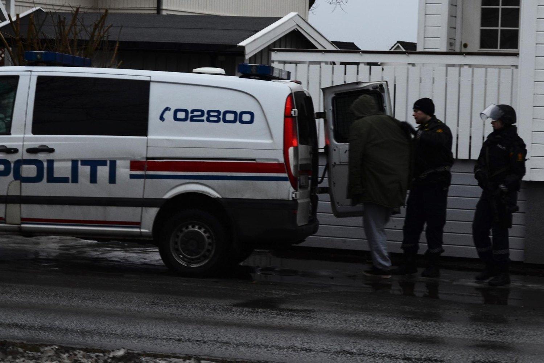 En av personene som ble pågrepet av bevæpnet politi i Bodø onsdag.