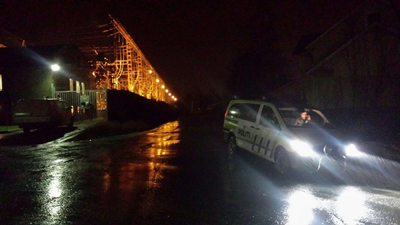 En eksplosjon i en trafostasjon forårsaket onsdag kveld at hele Mosjøen ble fullstendig mørklagt.