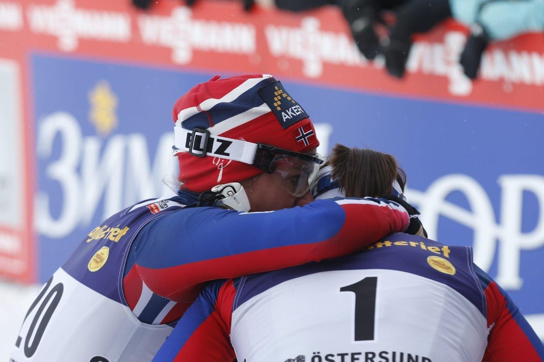VM-KLAR: Kari Vikhagen Gjeitnes (trøye 1) er klar for VM, etter å ha knust Heidi Weng i semifinalen på sprinten i Østersund.
