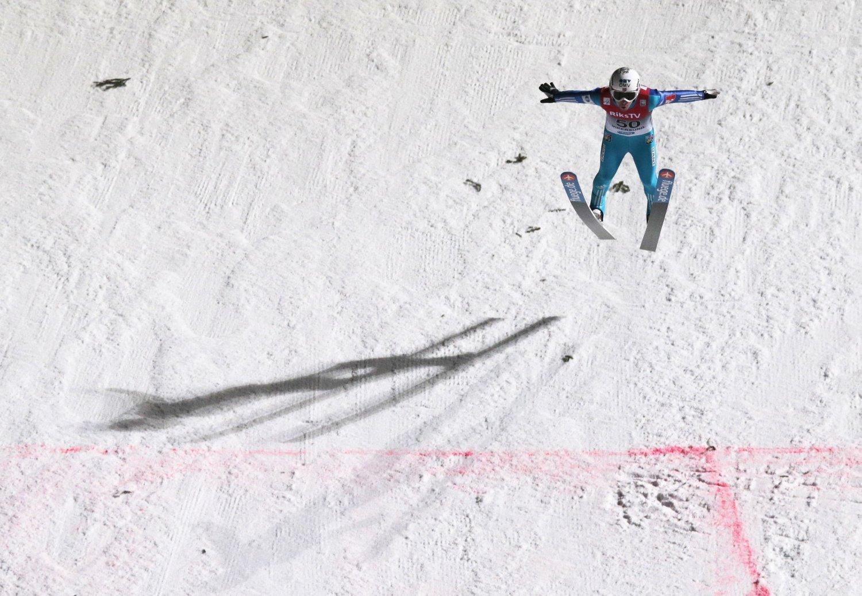 SKREKKOPPLEVELSE: Også på lørdag hadde Anders Jacobsen en ny skrekkopplevelse i Vikersund-bakken. Nå står han over skiflygingsrennet.