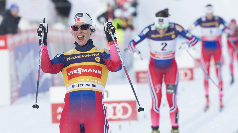 I VM-FORM: Marit Bjørgen vant lørdagens sprintfinale foran Maiken Caspersen Falla og svenske Stina Nilsson på tredje i Östersund lørdag.