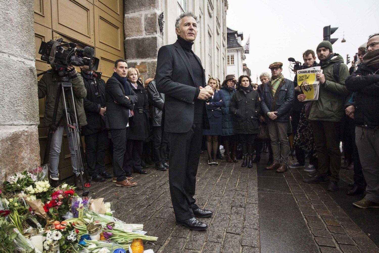 Den franske ambassadøren til Danmark, Francois Zimeray forteller om dramatiske scener inne fra Krudttønnen lørdag ettermiddag. Her holder han en tale utenfor den franske ambassaden i forbindelse med en minnemarkering etter angrepet på Charlie Hebdo tidligere i år.