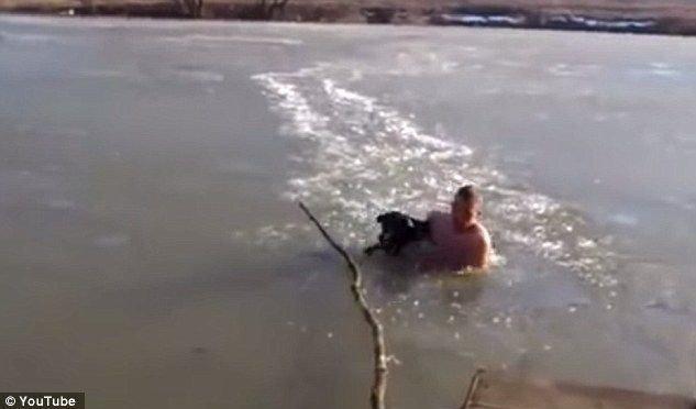 Ivan og Rex er venner for livet etter hendelsen i isdammen.