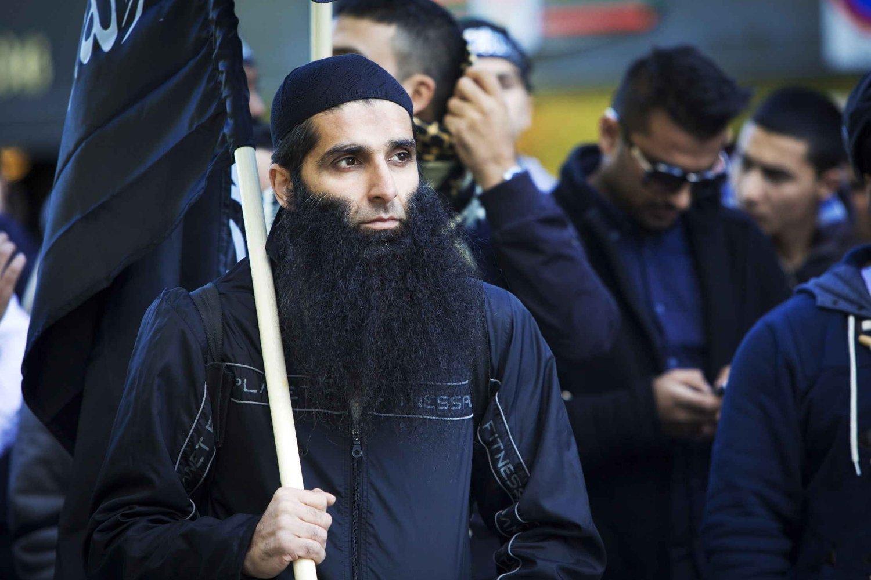 SJOKKFUNN: Posen til den radikale islamisten Arfan Bhatti ble funnet i forbindelse med ransaking av en leilighet.