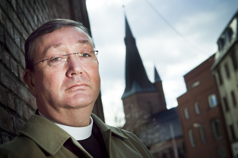 Biskop Bernt Eidsvig ble torsdag siktet for medvirkning til grovt bedrageri. Han sier han er glad for at politiet setter inn store ressurser i saken.