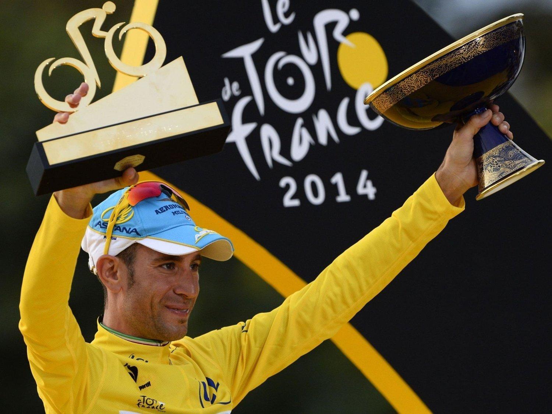 KAN MISTE LISENSEN: Sykkellaget Astana, som blant annet har fjorårets Tour de France-vinner Vincenzo Nibali i stallen, kan miste lisensen, hvis det internasjonale sykkelforbundet får det som de vil.