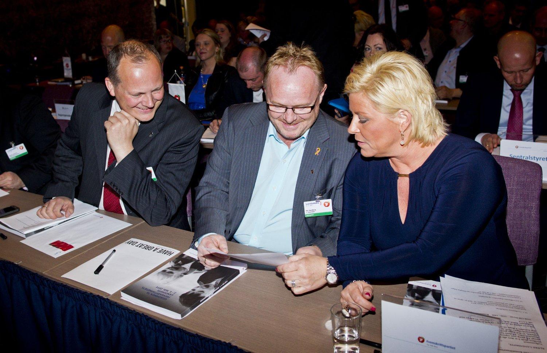 FrP-leder Siv Jensen må rydde opp i egne rekker og forklare nestleder Per Sandberg hva som er Fremskrittspartiets offisielle politikk.