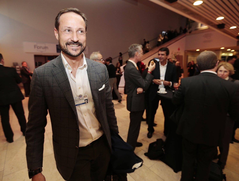 Kronprins Haakons stiftelse, Global Dignity, mottok store pengesummer fra en svindeldømt i 2012.