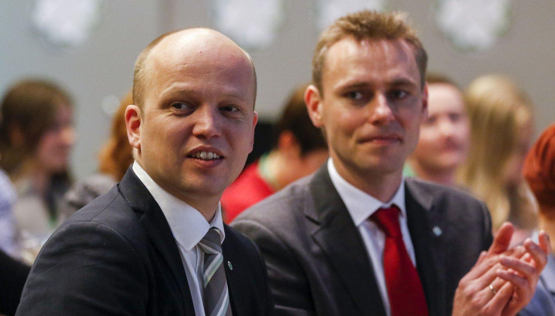 LANDSMØTE: Leder i Senterpartiet Trygve Slagsvold Vedum (t.v.) og 1. nestleder Ola Borten Moe under Senterpartiets landsmøte i Haugesund. Foto: Jan Kåre Ness / NTB scanpix