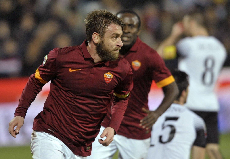 KJÆRKOMMEN SEIER: Daniele De Rossi sørget for at Roma tok sin første seier i Serie A på fem kamper.