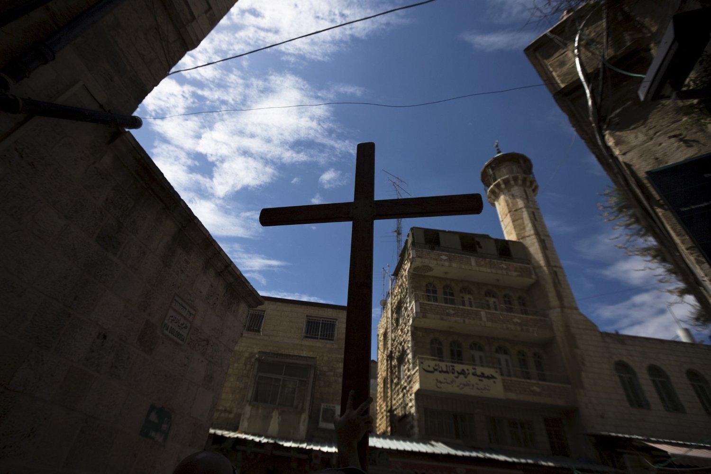 Her bæres det kristne korset langs «Via Dolorosa» langfredag.