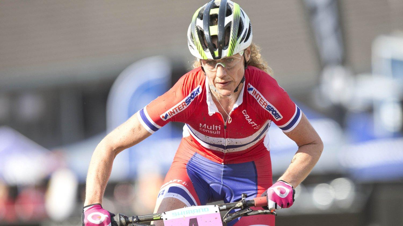 SATSER MER: Gunn Rita Dahle Flesjå gir seg ikke før 2017. Her fra VM i terrengsykling på Hafjell i fjor.