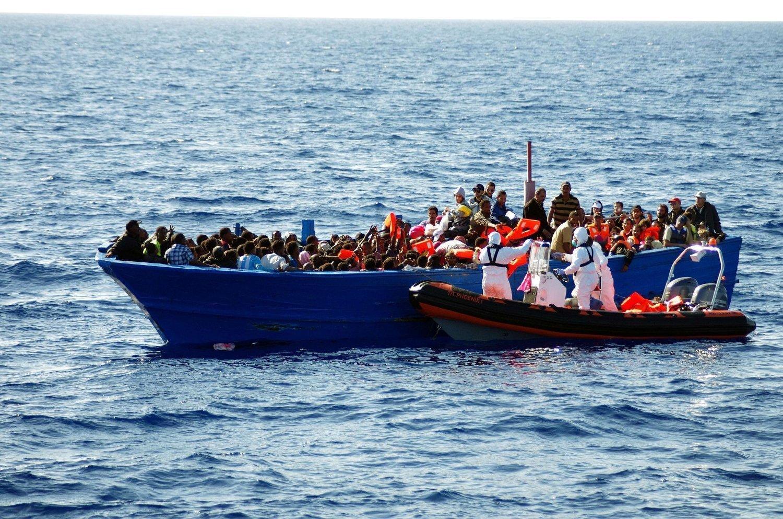 OVERFYLT: Båtene er i dårlig forfatning og har alt for mange mennesker om bord. I fjor tok 150.000 mennesker seg over Middelhavet i slike båter i søken etter et bedre liv i Europa.