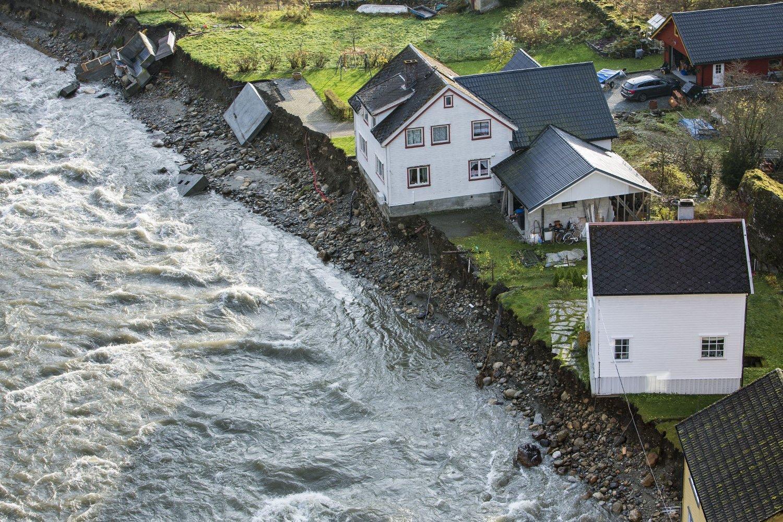 Store materielle skader ble forårsaket av flommen i Flåm i fjor høst. Mer ekstremt vær kan ha ført til større oppmerksomhet rundt klimaendringene i befolkningen, ifølge TNS Gallup.