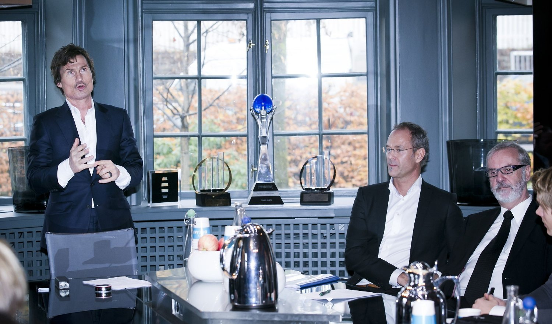 Petter Stordalen kunngjorde i 2012 at hans Home Invest kjøpte Sektor Gruppen, som er Norges nest største kjøpesenteraktør. Administrerende direktør i Sektor Eiendomsutvikling Eirik Thrygg (i midten) og administrerende direktør i Sektor Gruppen AS, Kjell Sagstad (th).