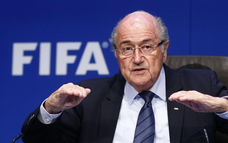 DYSSET NED: FIFA-president Sepp Blatter var ikke spesielt mottakelig for kritikk da han møtte til pressekonferanse lørdag.