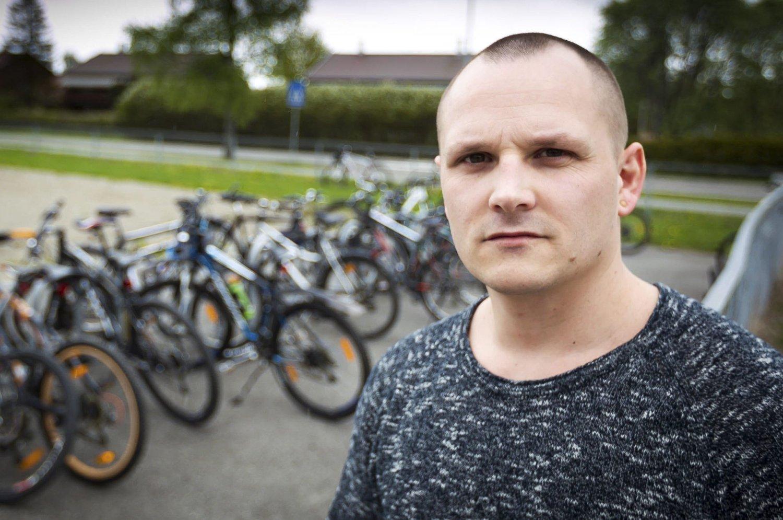HJELPER ANDRE: Marius Johansen er i gang med å ta et oppgjør med en vanskelig oppvekst, og de han selv mobbet på skolen. I dag driver han Kompetansebasen, et tilbud til blant annet mennesker som sliter med avhengighet.