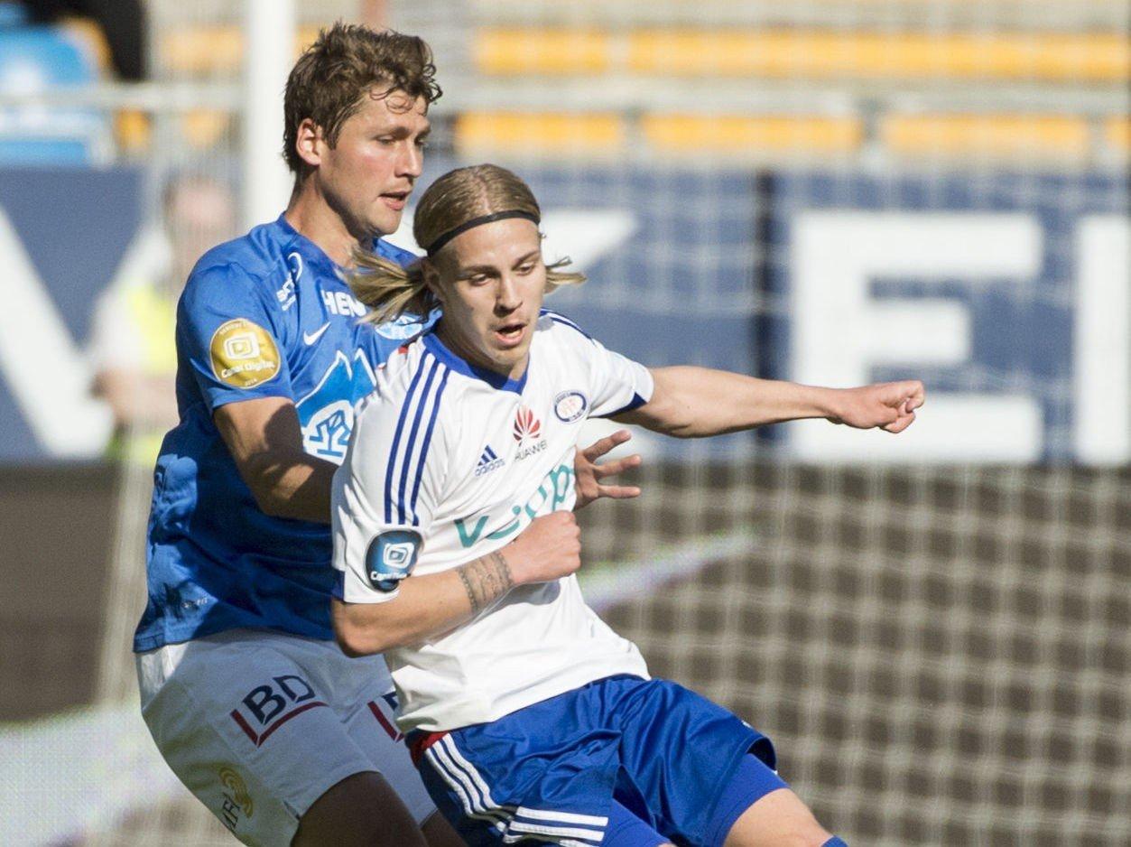 UROMOMENT: Vålerenga-spiss Elías Már Ómarsson (foran) fikk sjansen fra start og skapte problemer for Fredrik Semb Berge og Moldes forsvar.