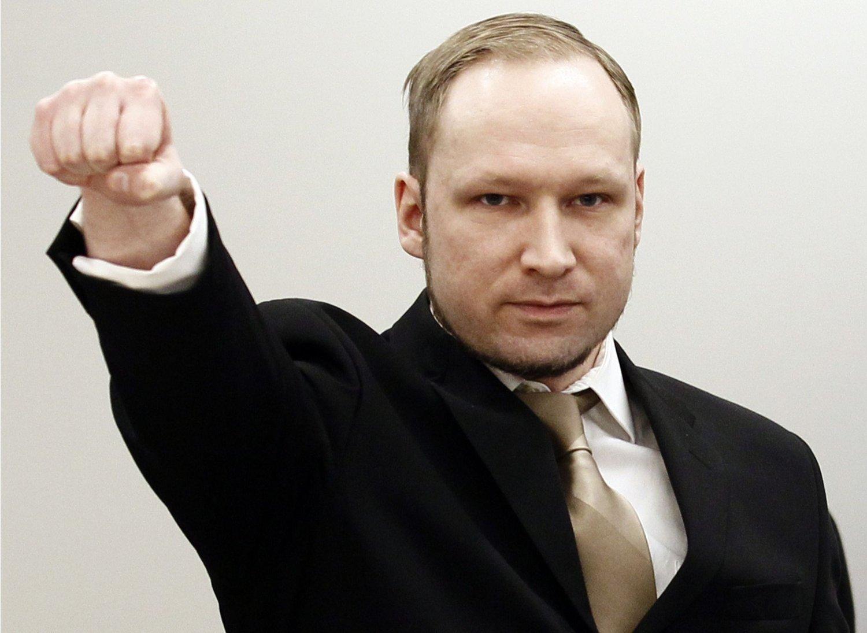 Hovedårsaken til stevningen er den ekstreme isolasjonen Anders Behring Breivik er utsatt for, sier advokaten hans.