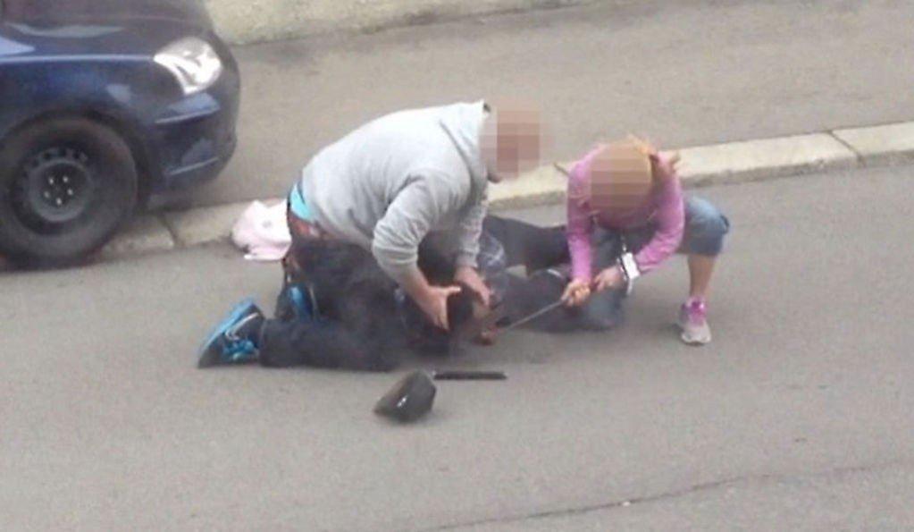 KONTAKTET IKKE LEGE: Politiet tok i bruk batong for å gjennomføre en undersøkelse av munnhulen til en mann under en pågripelse