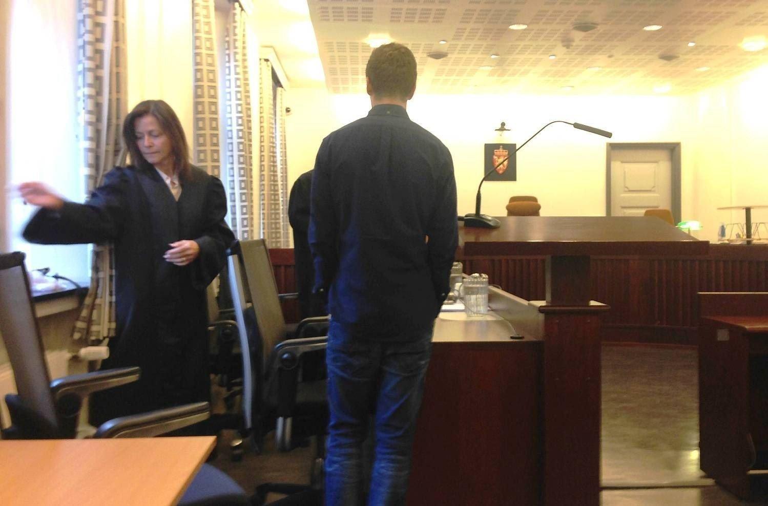 Jackpotvinner Magnus Engevik, her sammen med sin advokat Cecilie Amdahl som også representerer spilloperatøren Betsson. I en fersk dom slås det fast at han må betale skatteregningen på 25 millioner.