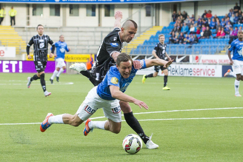 TATT?: Tommy Høiland og hele Molde mener at hjemmelaget skulle hatt straffe her.