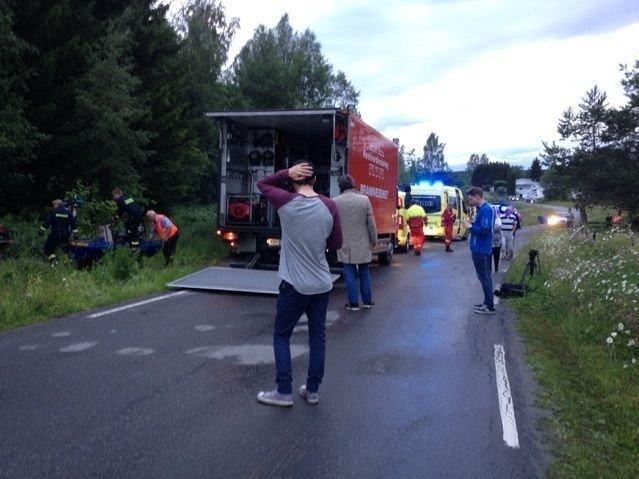 To menn mistet livet etter at et mikrofly styrtet nord for Hamar lufthavn tirsdag.