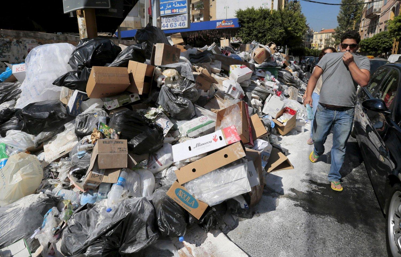 Stanken i Beiruts gater er en sterk påminnelse om den politiske krisen i Libanon.