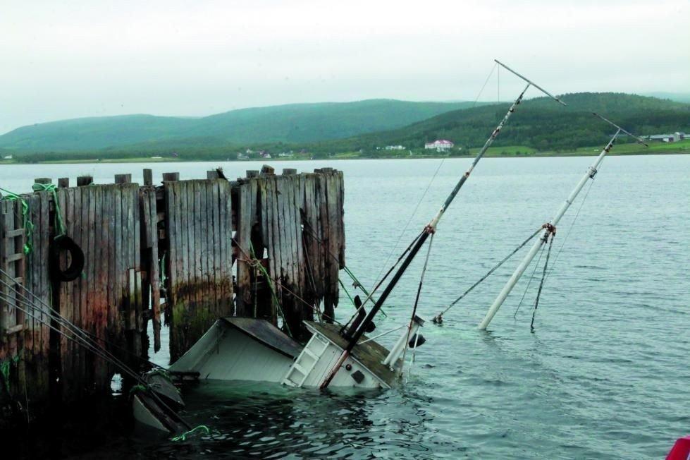 SANK: Denne uka sank kutteren som lå ved kai på Bjorelvnes.