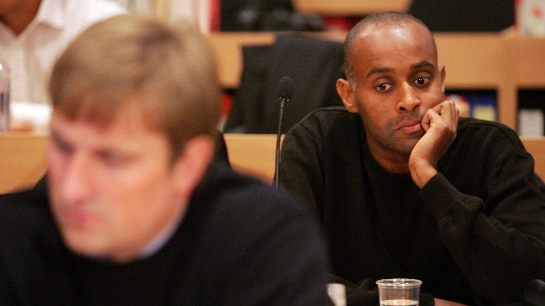 Mellom ti og tjue personer er pågrepet i en narkotikaaksjon i regi av Oslo-politiet. Ifølge VG er en av dem Metkel Betew (t.h.), som tidligere er dømt for å ha deltatt i Nokas-ranet. Her under rettssaken i Stavanger tingrett i 2005.