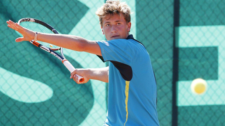 Casper Ruud tror han får mer ut av å være en av verdens beste juniorspillere i tennis enn å være nummer 600 blant seniorene.