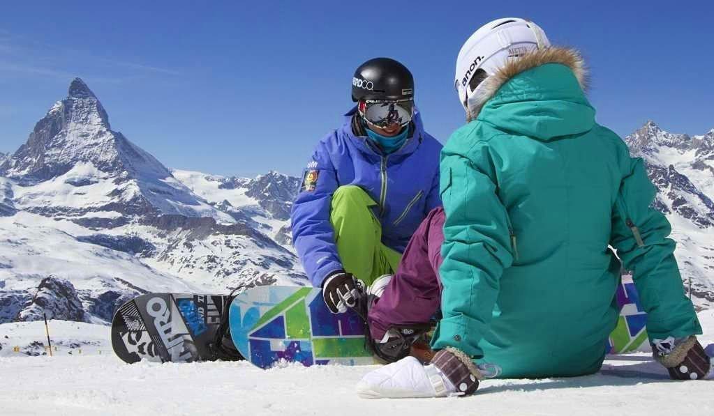 Sveits har passert Norge som verdens dyreste land. Et dagskort i heisen koster nå 700 kroner! Bildet er fra Zermatt i Sveits.
